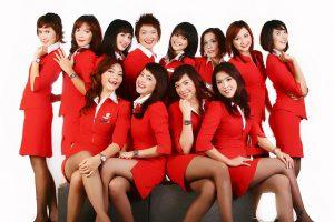 AIR ASIA không chỉ giá rẻ mà tiện nghi máy bay cũng đầy đủ và phong cách phục vụ chuyên nghiệp.