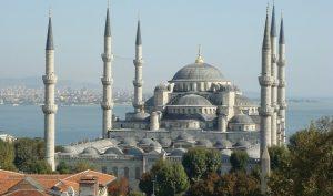 Thánh đường Sultan Ahmed một công trình vĩ đại được xây từ thế kỷ thứ 17 và vẫn là nơi mà người dân đến để cầu nguyện ngày nay