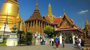 Ngôi chùa nổi bật ở nước Lào với bức tượng bằng đồng độc đáo