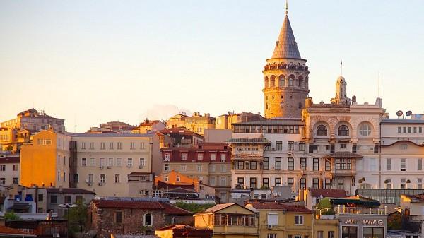 tháp Galata là nơi mà du khách vẫn thường tìm đến khi muốn chiêm ngưỡng vẻ đẹp của thành phố lâu đời này.