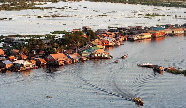 Tonle Sap (Biển Hồ) Campuchia cũng là một diểm du lịch hấp dẫn ở Campuchia