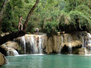 Thác nước Kuang Si-nowithar hồn vào thiên nhiên,rừng già và dòng nước mát lạnh
