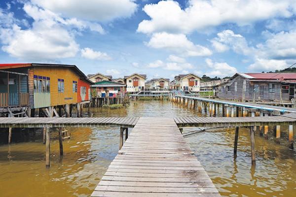 Khu làng nổi Kampong Ayer với nền văn hóa hơn 600 năm là điểm du lịch không thể bỏ qua khi đến Brunei