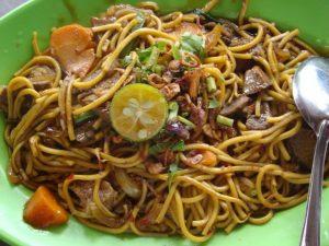 Món mỳ xào thịt cừu hấp dãn ở Brunei